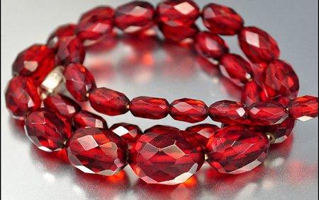 Бусы из красного янтаря