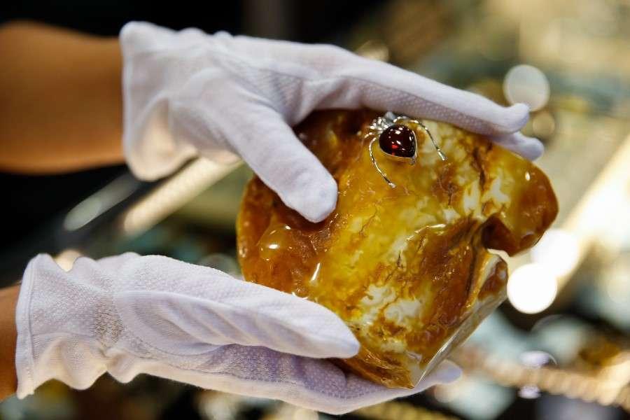 Янтарный комбинат продает на бирже еще не добытый янтарь