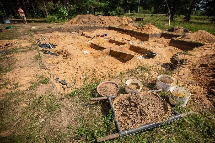Археологи нашли в смоленском Гнездове мастерскую по обработке янтаря